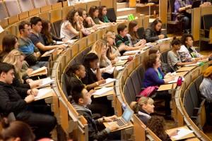 Studenti universitari a lezione
