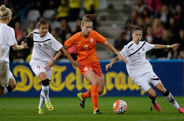 Youtube - PwC - PwC staat achter de OranjeLeeuwinnen bekijk hier het verhaal van voetbalster Vivianne